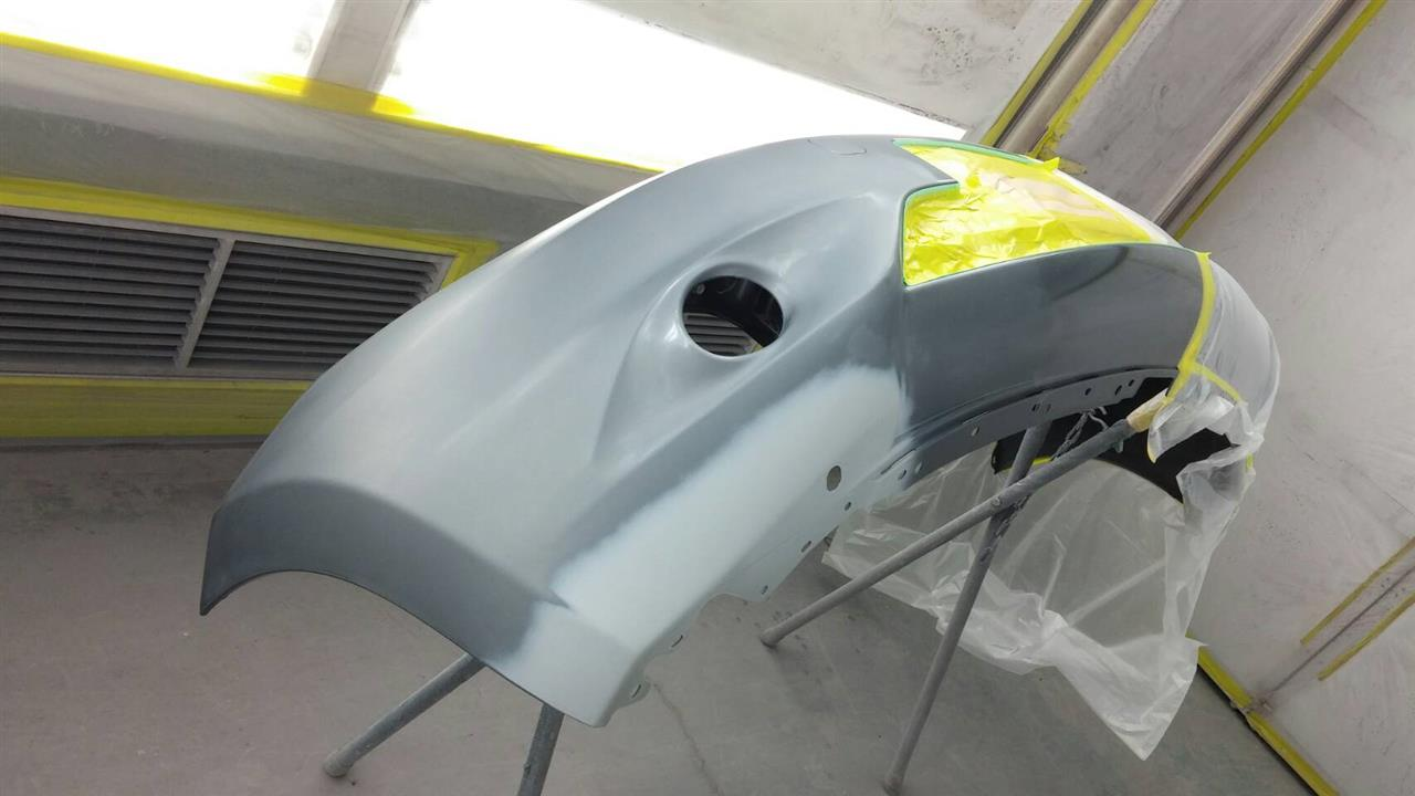 立川市の車の板金塗装修理工場 ガレージローライドの日産 ノートの左リヤドア・リヤフェンダ等のキズ へこみ の板金 修理 塗装 です。