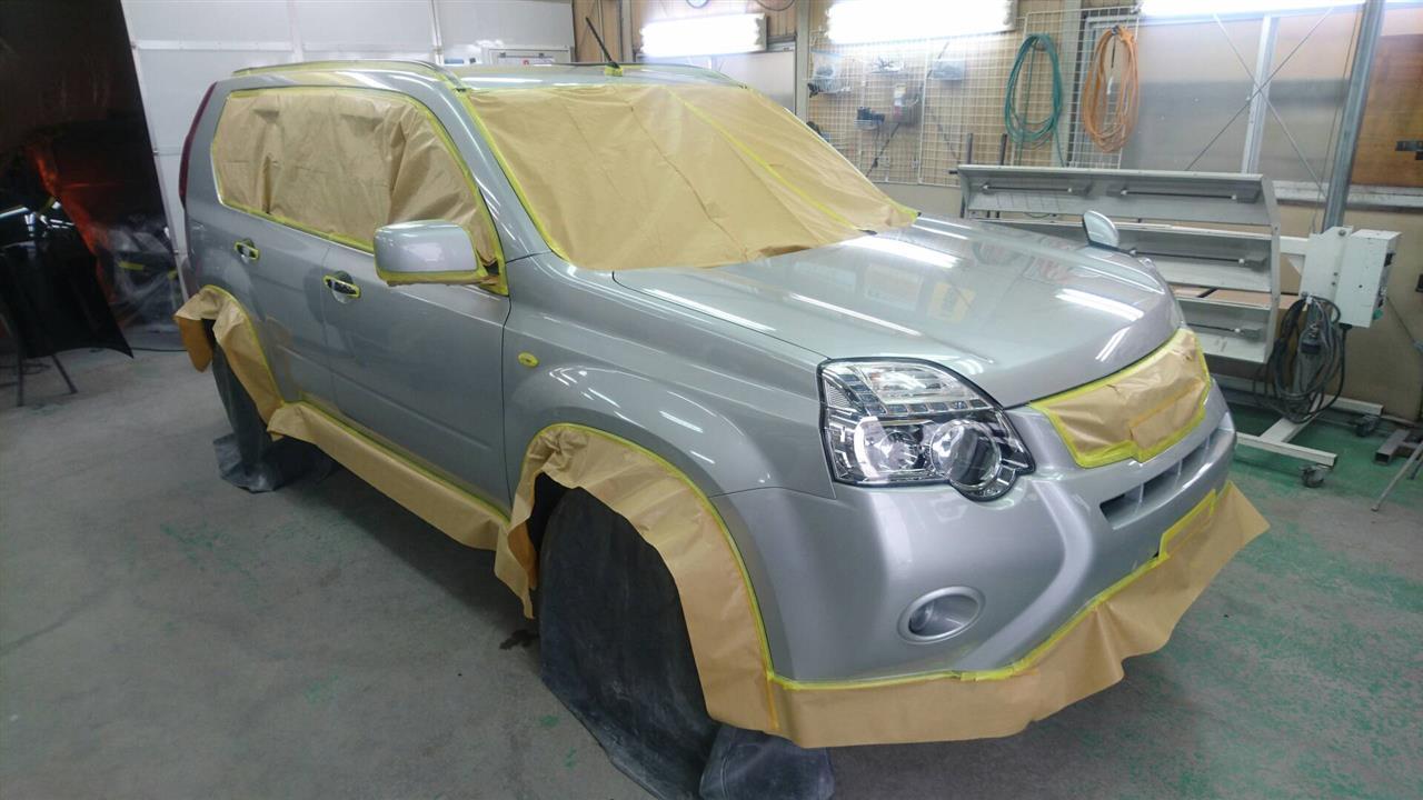 立川市の車の板金塗装修理工場 ガレージローライドのニッサン エクストレイルのボディ磨き&ジーゾックスリアルガラスコート艶プラスです。