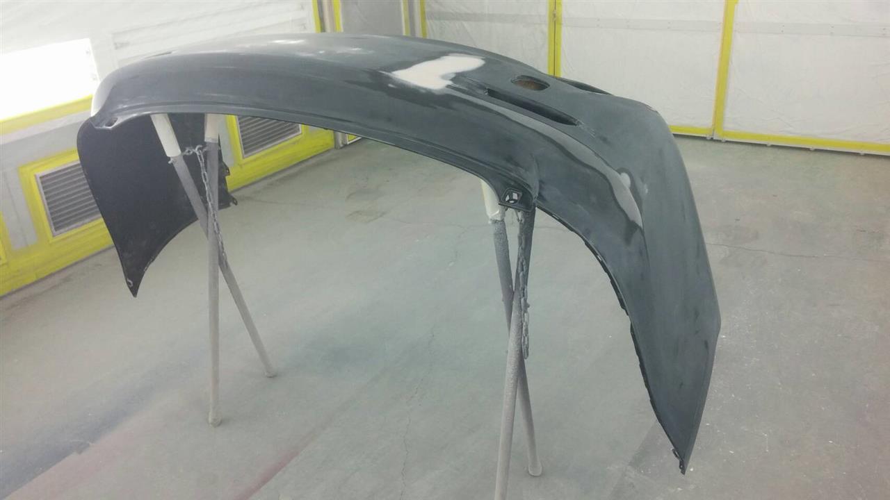 立川市の車の板金塗装修理工場 ガレージローライドのトヨタ レクサスISのエアロパーツ塗装 取付 です。
