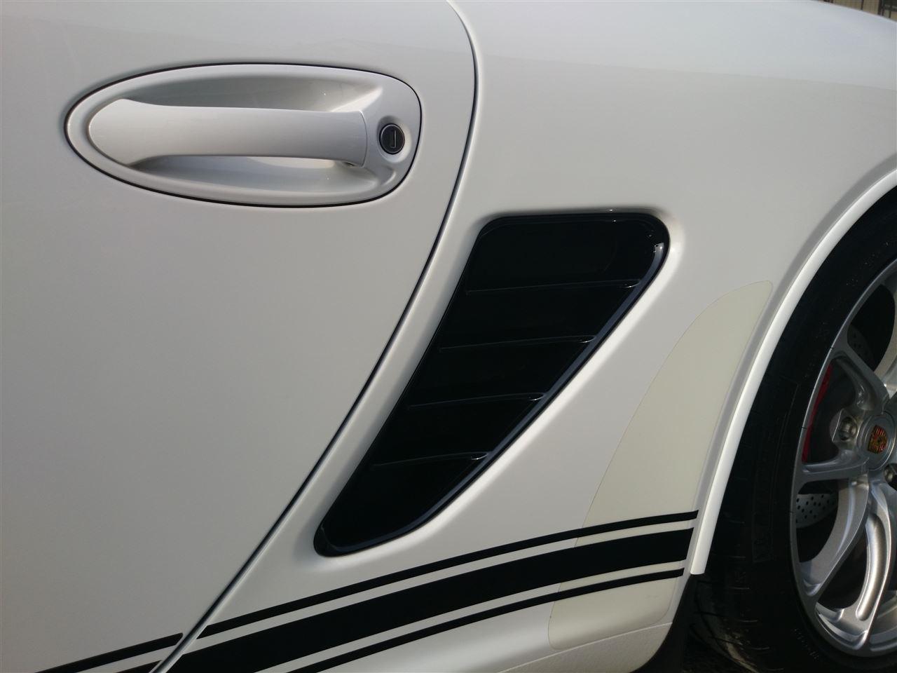東京都立川市の車の板金塗装修理工場 ガレージローライドのポルシェ ボクスターのボディー磨き&ウェルムガラスコーティング です。