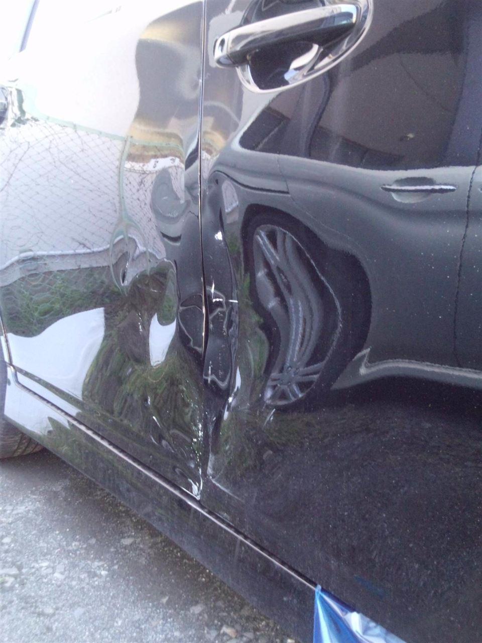 東京都立川市の車の板金塗装修理工場 ガレージローライドのトヨタ ウィッシュの右側面のキズ へこみ の板金 修理 塗装 です。