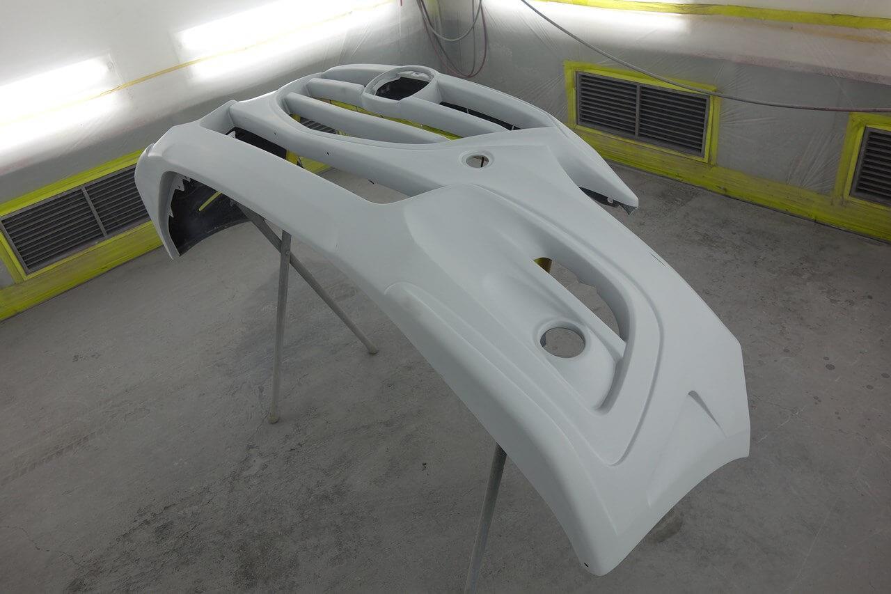 立川市の車の板金塗装修理工場 ガレージローライドのマツダ アクセラ ナイトスポーツ製フロントバンパ塗装・取り付けです。