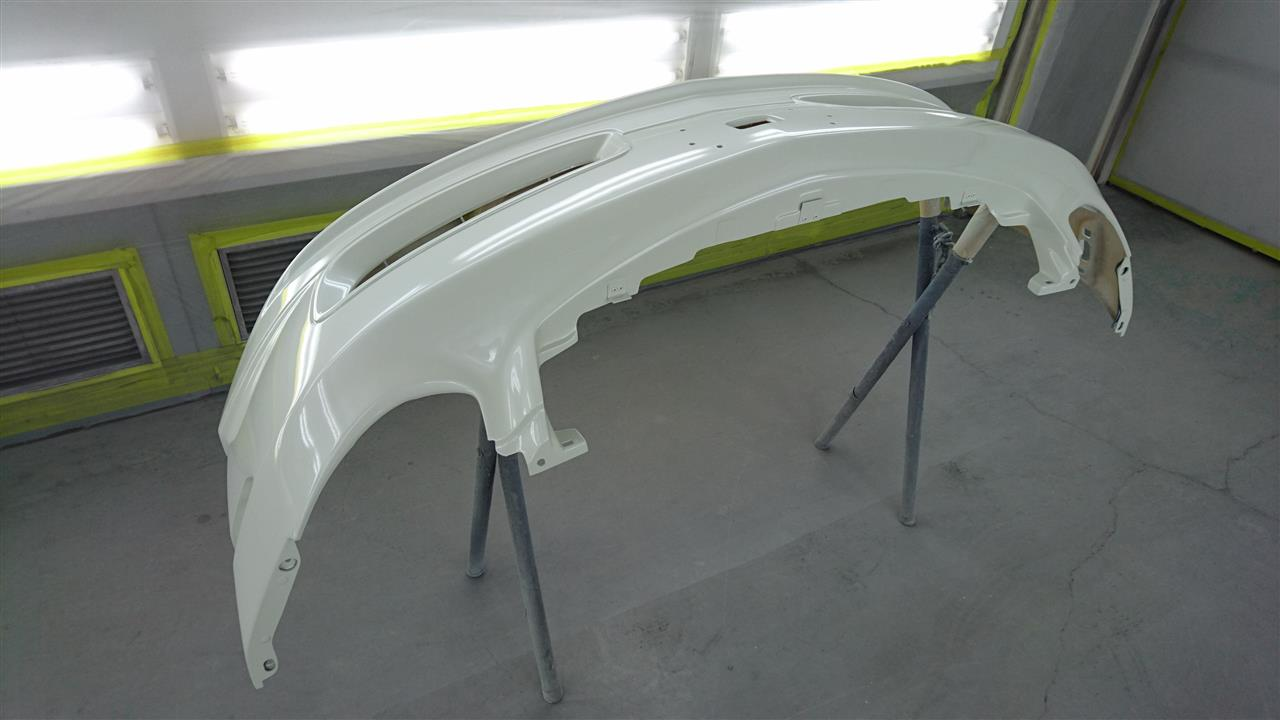 立川市の車の板金塗装修理工場 ガレージローライドの日産 スカイラインのニスモ製フロントバンパ塗装・取り付けです。
