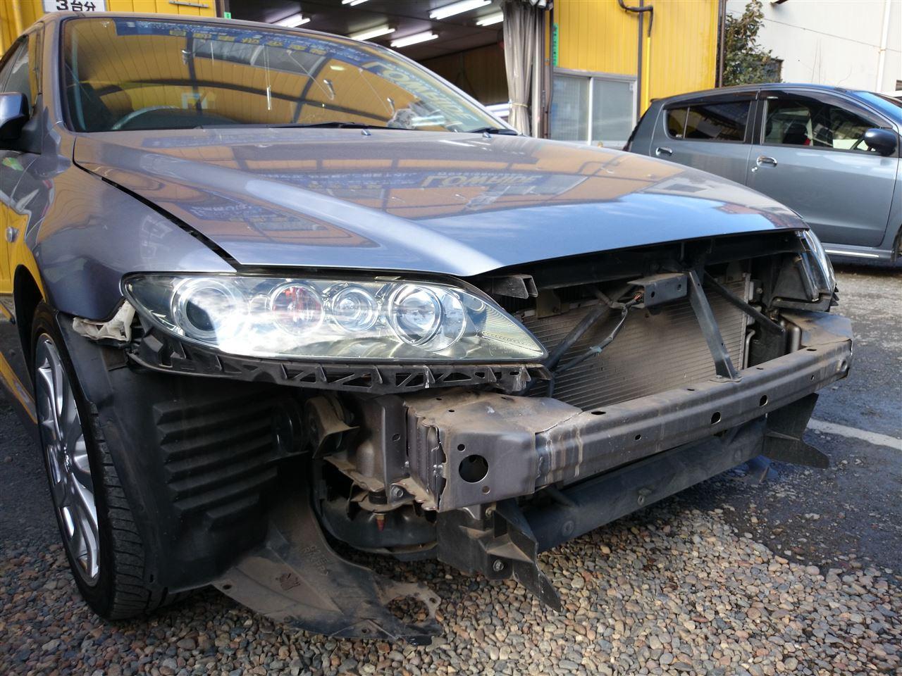 東京都立川市の車の板金塗装修理工場 ガレージローライドのスバル レガシィの前まわりのキズ へこみ の板金 修理 塗装 です。