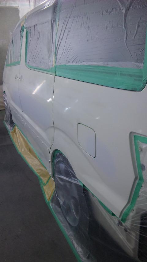 東京都立川市の車の板金塗装修理工場 ガレージローライドのトヨタ アルファードのいたずらキズの車両保険を使った板金 修理 塗装 です。