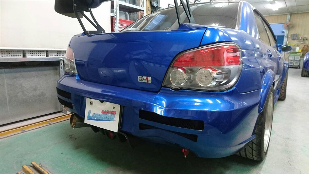 立川市の車の板金塗装修理工場 ガレージローライドのスバル インプレッサのキズ へこみ の板金 修理 塗装 です。