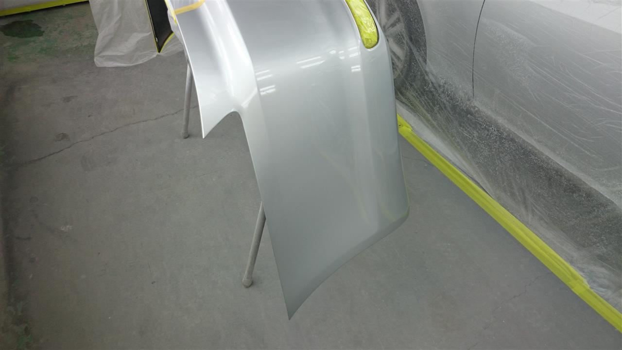東京都立川市の車の板金塗装修理工場 ガレージローライドのトヨタ マークXのキズ へこみ の板金 修理 塗装 です。
