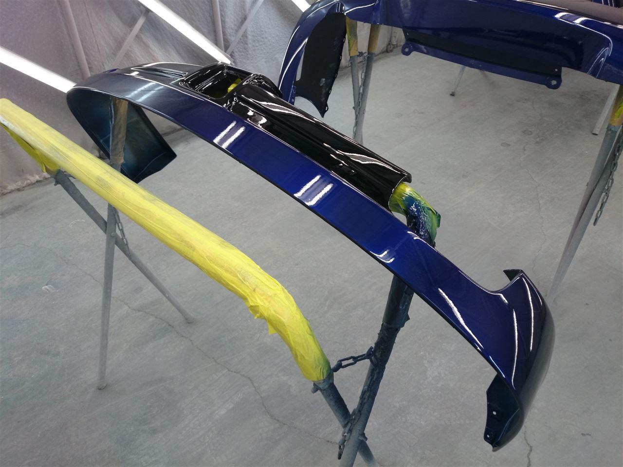 東京都立川市の車の板金塗装修理工場 ガレージローライドのマツダ プレマシーのリヤスポイラー加工 塗装 取付、リヤまわりのキズ へこみの板金 修理 塗装 です。