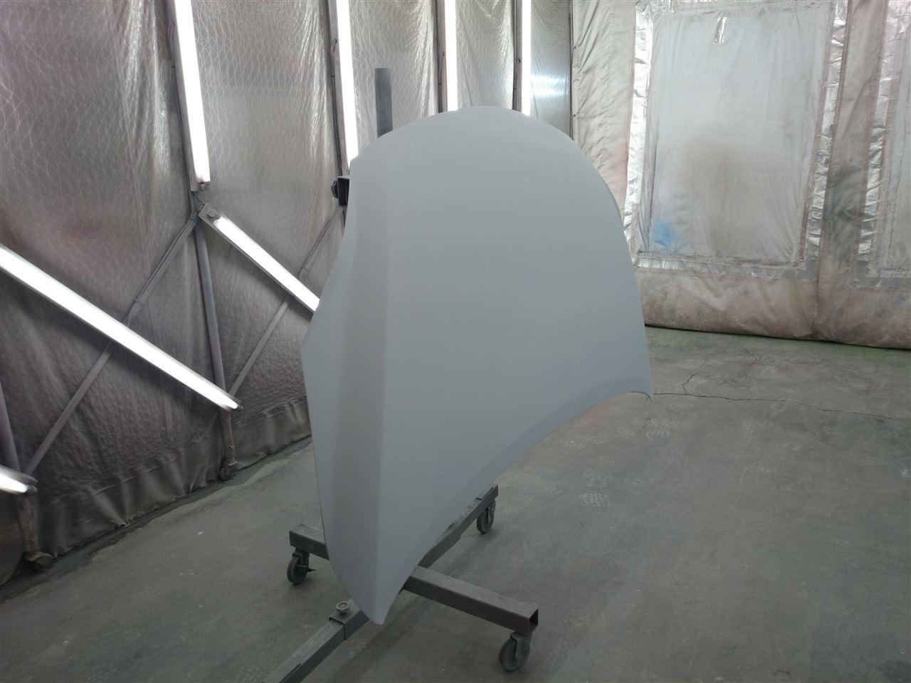 東京都立川市の車の板金塗装修理工場 ガレージローライドのマツダ プレマシーのボンネットカスタム加工 です。