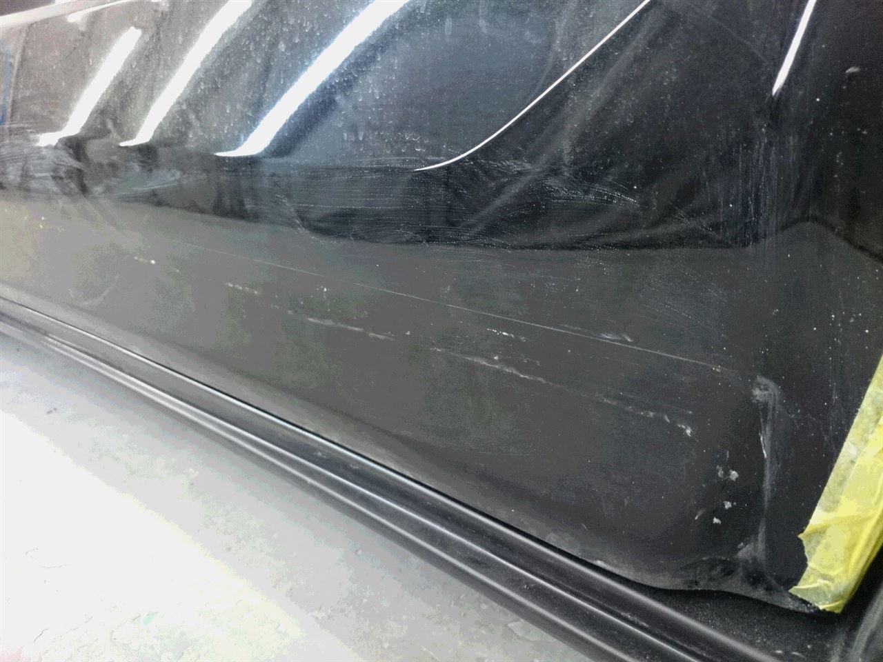東京都立川市の車の板金塗装修理工場 ガレージローライドのトヨタ エスティマのエアロパーツ 塗装 取付 です。