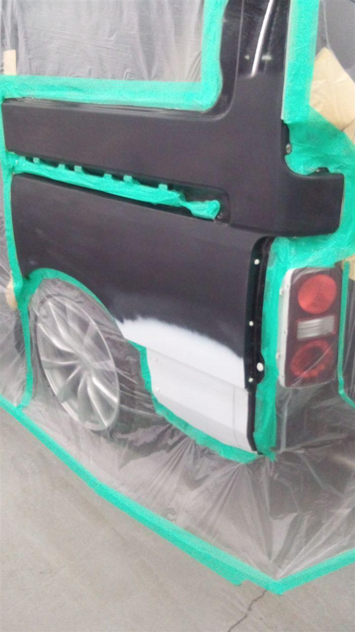 東京都立川市の車の板金塗装修理工場 ガレージローライドの日産 エルグランドの左側面のキズ へこみ の板金 修理 塗装 です。