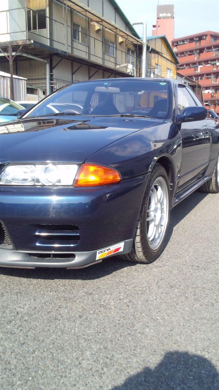 東京都立川市の車の板金塗装修理工場 ガレージローライドの日産 スカイラインのトランク穴埋め加工 リヤスポイラー塗装 取り付け です。