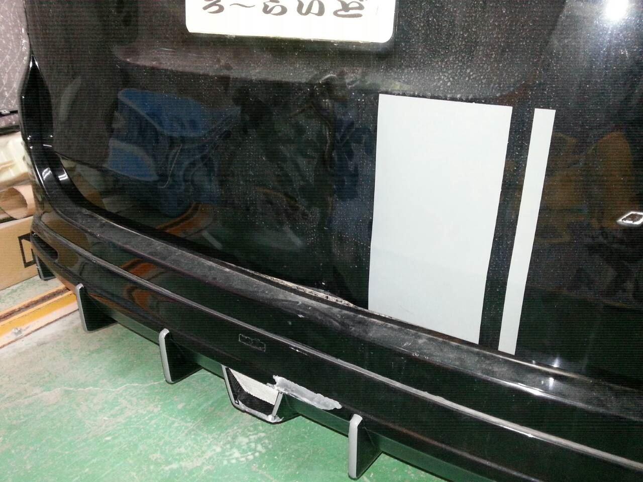 東京都立川市の車の板金塗装修理工場 ガレージローライドのトヨタ ヴォクシーのリヤまわりのキズ へこみ の板金 修理 塗装 です。
