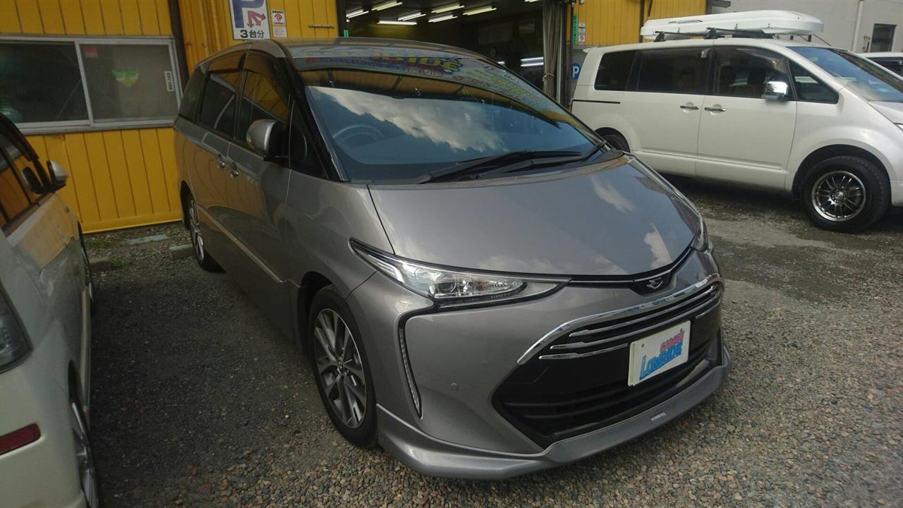 立川市の車の板金塗装修理工場 ガレージローライドのトヨタ エスティマの新車ボディ磨き&ジーゾックスリアルガラスコート艶プラス施工です。