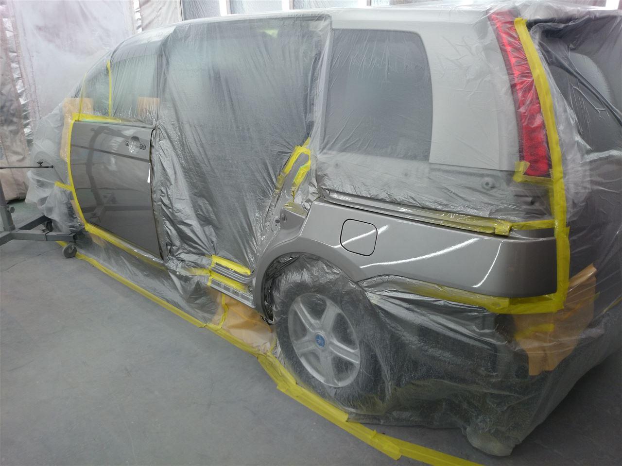 東京都立川市の車の板金塗装修理工場 ガレージローライドのトヨタ アイシス の左側面のキズ へこみ の板金 修理 塗装 です。