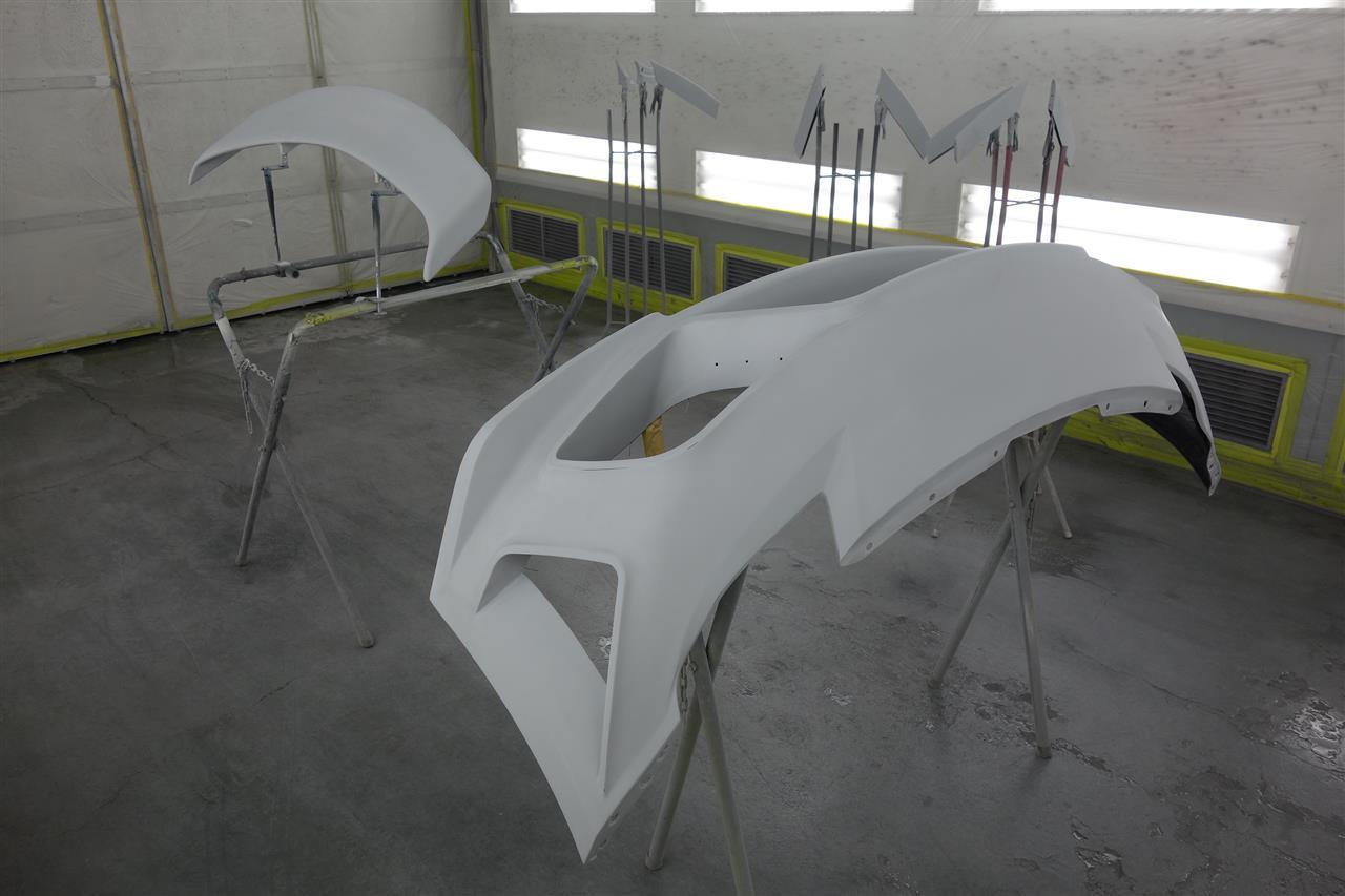 立川市の車の板金塗装修理工場 ガレージローライドのエアロパーツ塗装 取付です。