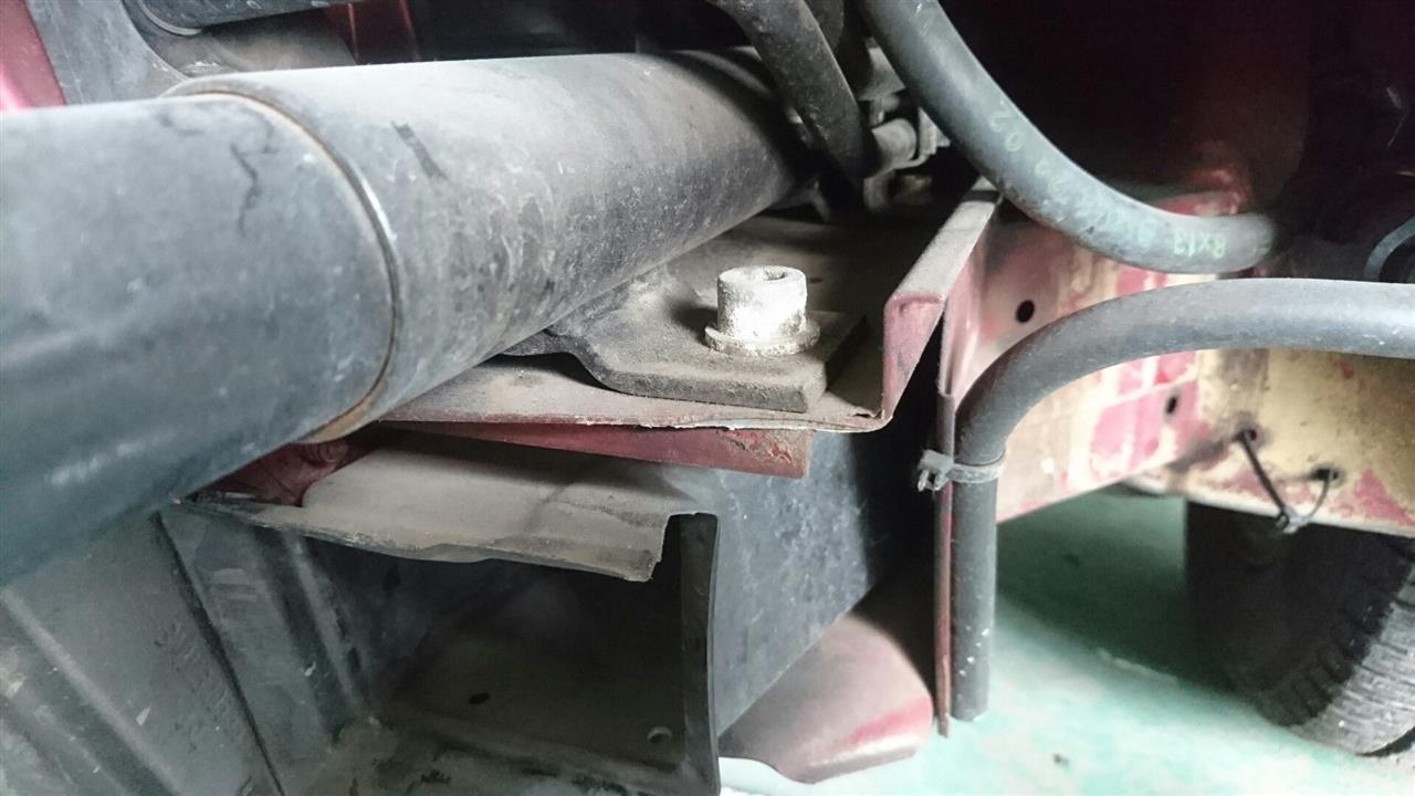 立川市の車の板金塗装修理工場 ガレージローライドのBMW730iの前まわりのキズ へこみ の板金 修理 塗装 です。