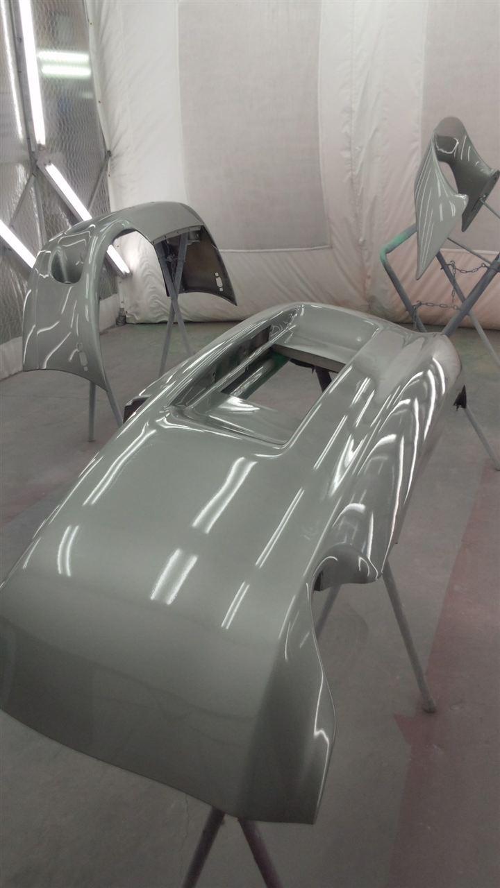 東京都立川市の車の板金塗装修理工場 ガレージローライドのトヨタ スープラのバンパー ドア スポイラーのキズ へこみ の板金 修理 塗装 です。