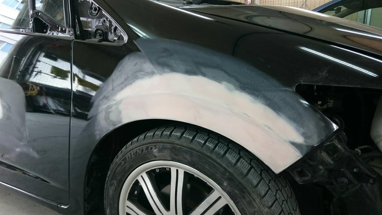 立川市の車の板金塗装修理工場 ガレージローライドのホンダ インサイトの右側面のキズ へこみ の板金 修理 塗装 です。