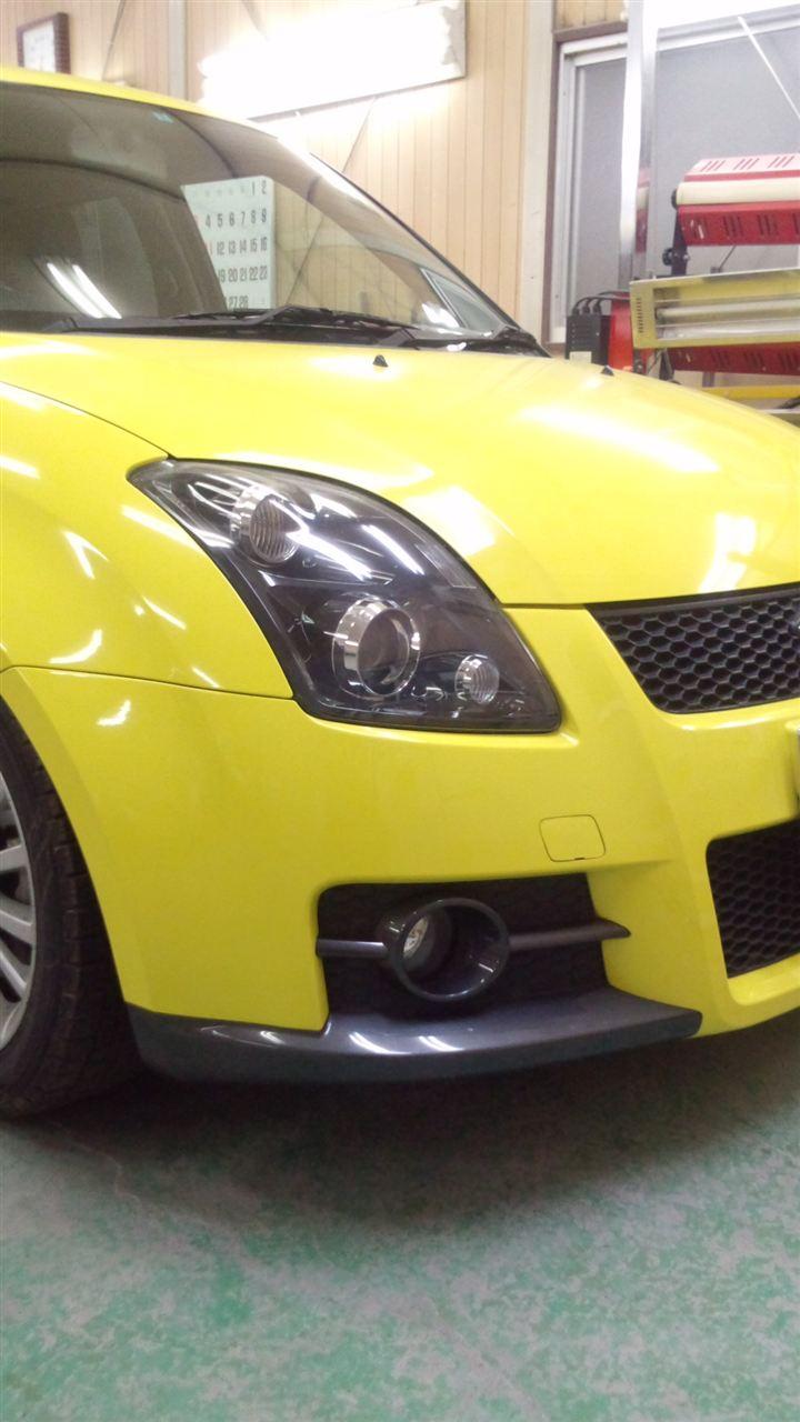 東京都立川市の車の板金塗装修理工場 ガレージローライドのスズキ スイフトのFRP製フロントバンパー塗装 取付 です。