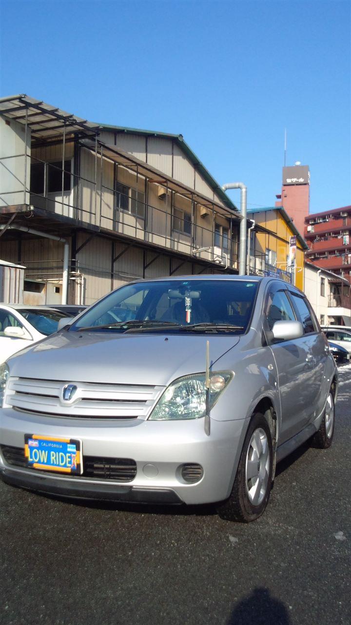 東京都立川市の車の板金塗装修理工場 ガレージローライドのトヨタ イストの左側面のキズ へこみ の板金 修理 塗装 です。