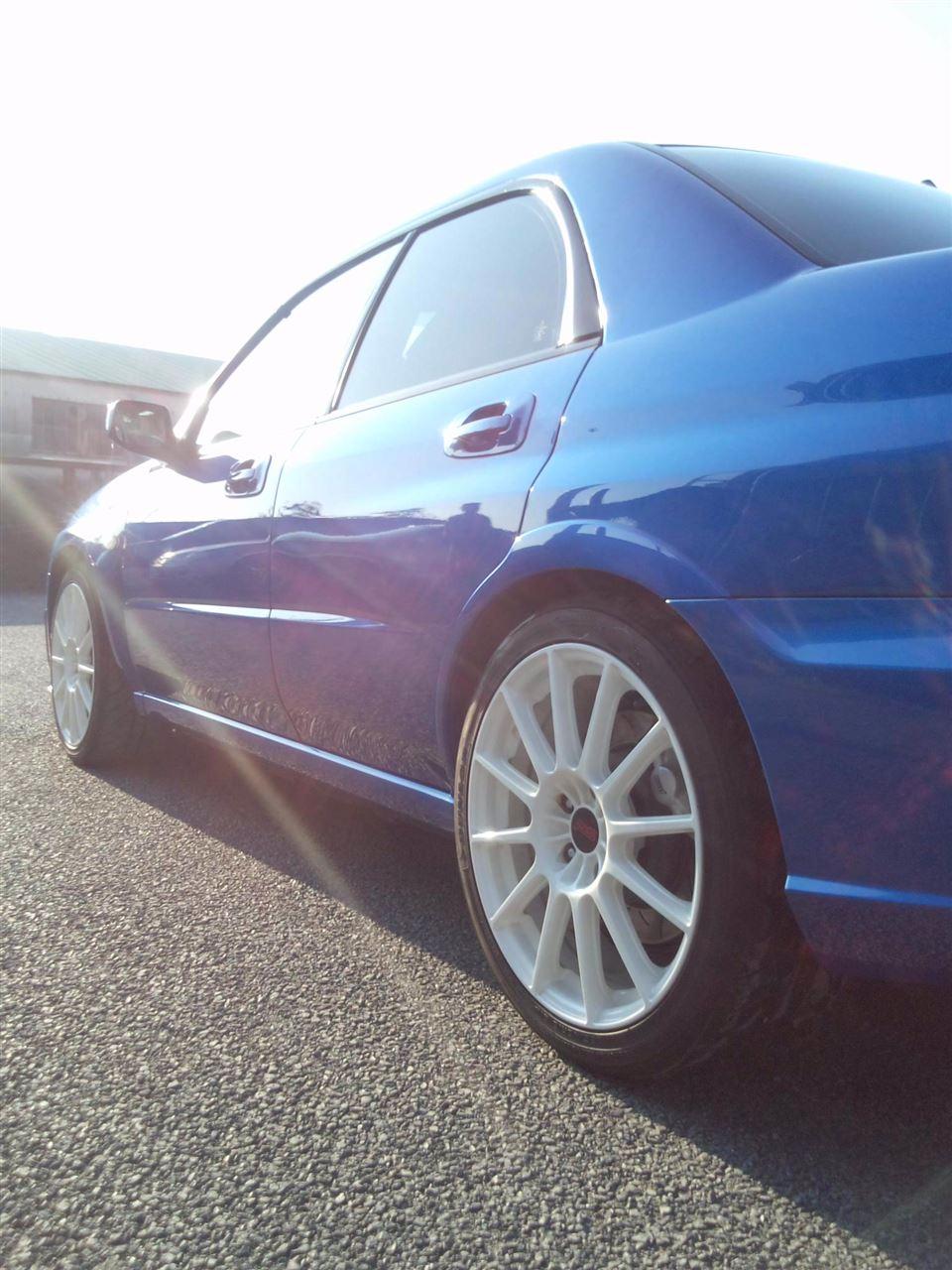 東京都立川市の車の板金塗装修理工場 ガレージローライドのスバル インプレッサのボディー磨き&ジーゾックスリアルガラスコート艶プラス です。