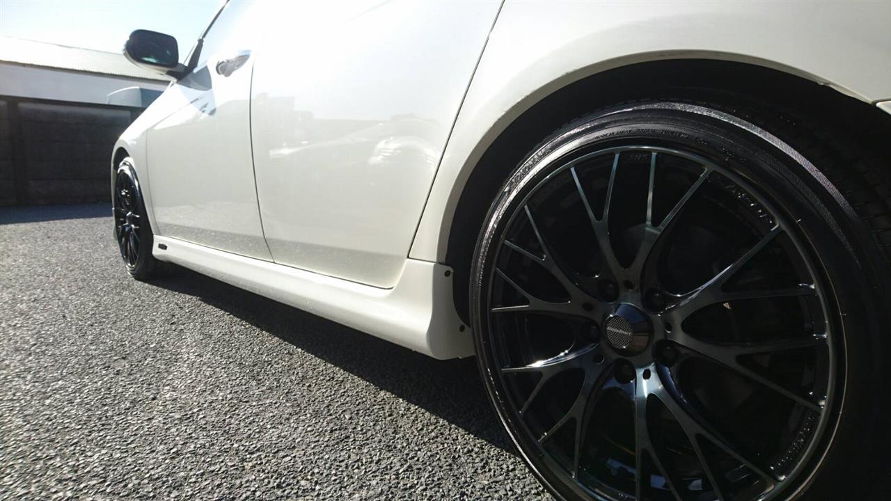 立川市の車の板金塗装修理工場 ガレージローライドのホンダアコードワゴンのモデューロ製中古エアロパーツ修理・塗装・取り付けです。