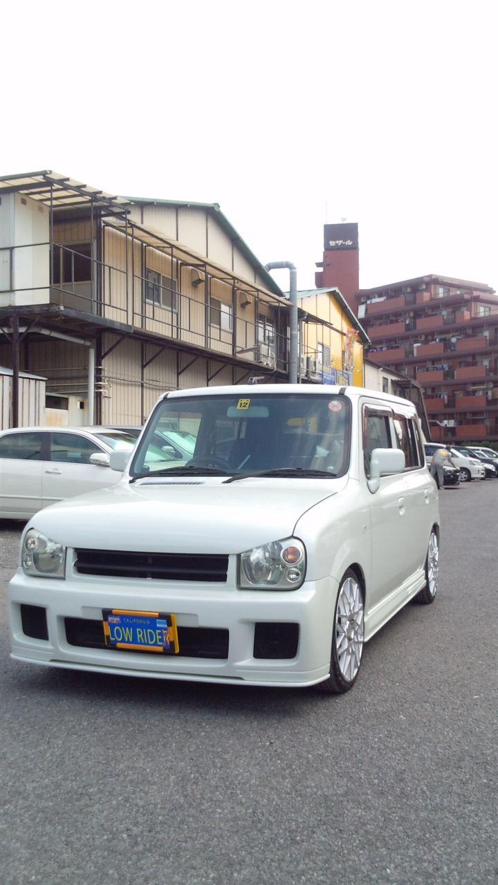 東京都立川市の車の板金塗装修理工場 ガレージローライドのスズキ ラパン の エアロパーツ フルエアロ 塗装 取り付けです。