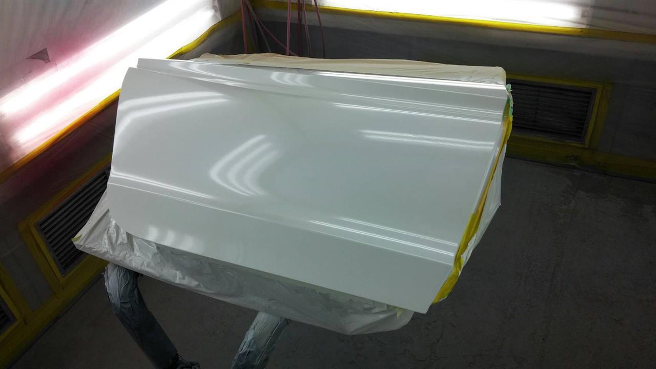 立川市の車の板金塗装修理工場 ガレージローライドのホンダ グレイスの右前後ドア取替&右ロッカーパネルのキズ へこみ の板金 修理 塗装 です。