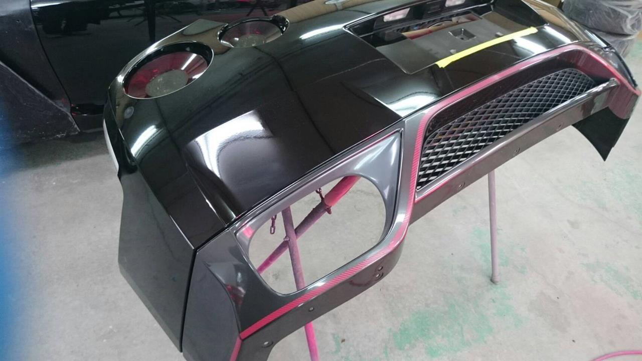 立川市の車の板金塗装修理工場 ガレージローライドの日産 GTRのエアロパーツ塗装・取り付けです。