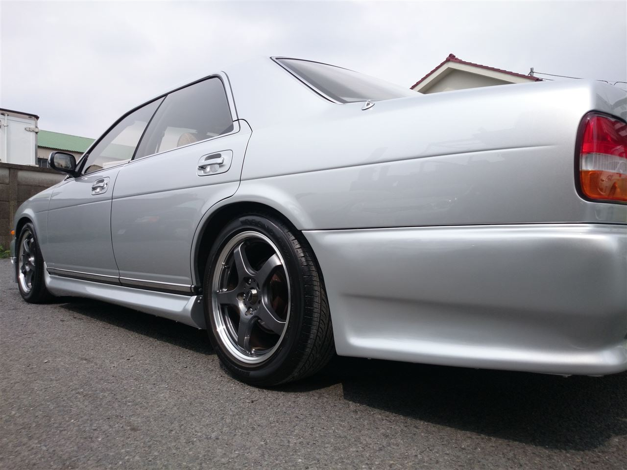 東京都立川市の車の板金塗装修理工場 ガレージローライドの日産 セドリックのオールペイント オールペン 全塗装 です。