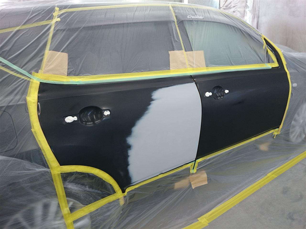 東京都立川市の車の板金塗装修理工場 ガレージローライドの日産 デュアリスの右側面のキズ へこみ の板金 修理 塗装 です。