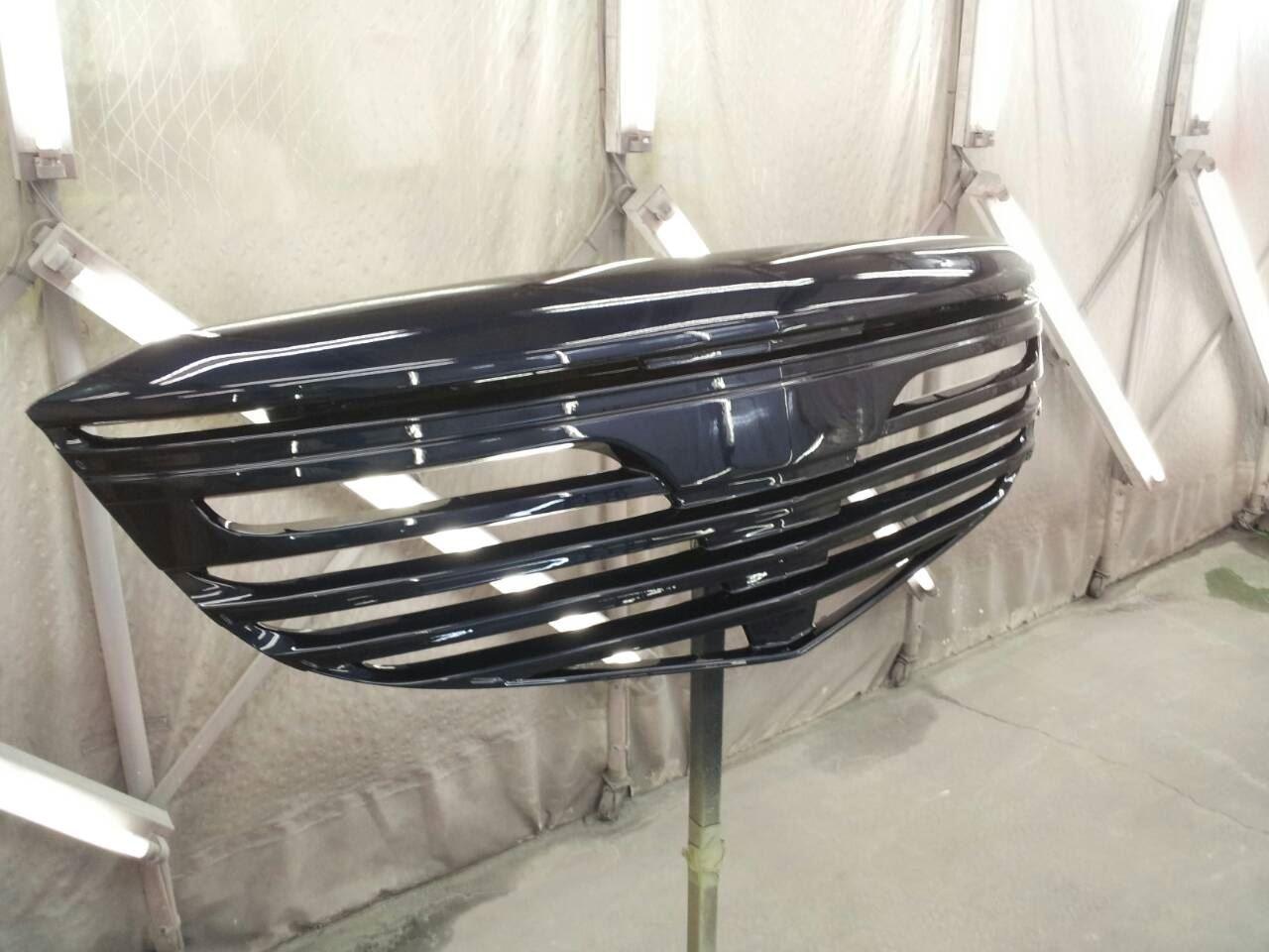 東京都立川市の車の板金塗装修理工場 ガレージローライドのマツダ CX-5のフロントグリル 塗装 取付 です。