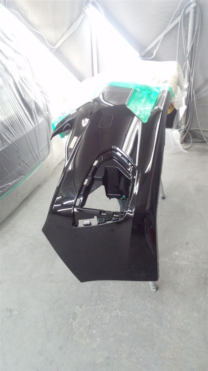 東京都立川市の車の板金塗装修理工場 ガレージローライドのスバル インプレッサの左側面のキズ へこみ の板金 修理 塗装 です。