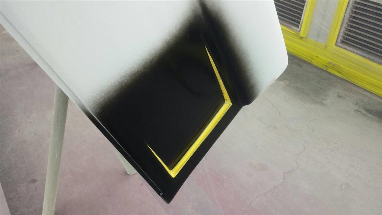 """立川市の車の板金塗装修理工場 ガレージローライドの日産 エルグランドのエアロパーツ塗装・取り付け等です。"""""""""""