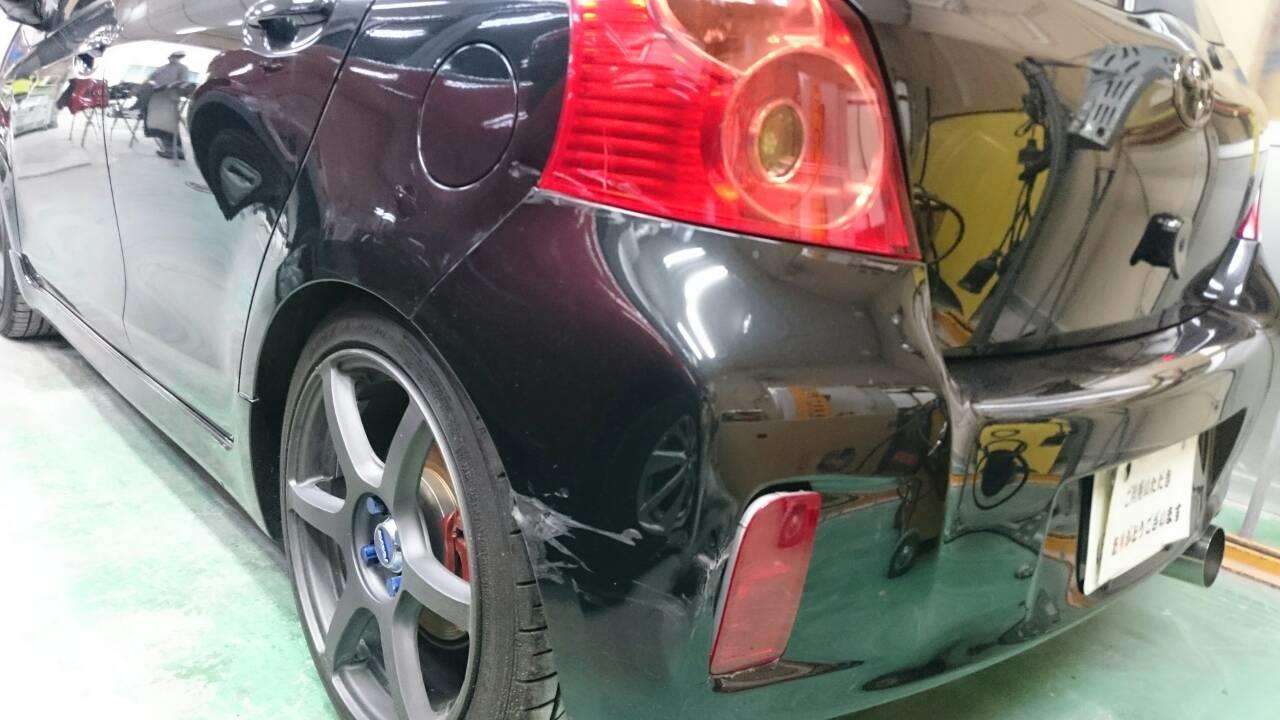 東京都立川市の車の板金塗装修理工場 ガレージローライドのトヨタ ヴィッツの左リヤ部のキズ へこみ の板金 修理 塗装 です。