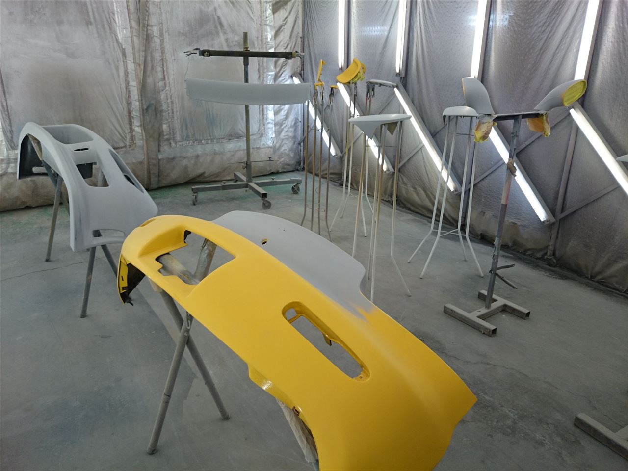 東京都立川市の車の板金塗装修理工場 ガレージローライドのマツダ RX-7のオールペイント オールペン 全塗装 です。