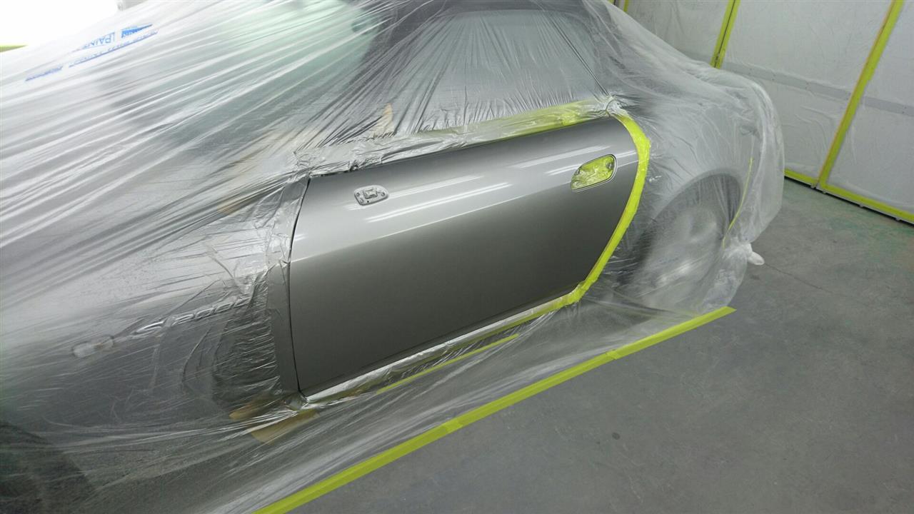 立川市の車の板金塗装修理工場 ガレージローライドのホンダ S2000の左ドアのキズ へこみ の板金 修理 塗装 です。
