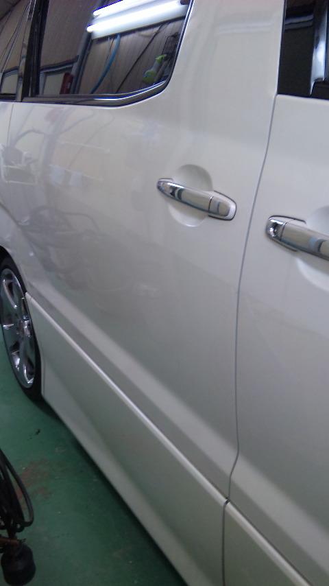 東京都 立川市の 車の板金塗装修理工場 ガレージローライドのトヨタ アルファードのいたずらキズの車両保険を使った板金 修理 塗装 です。