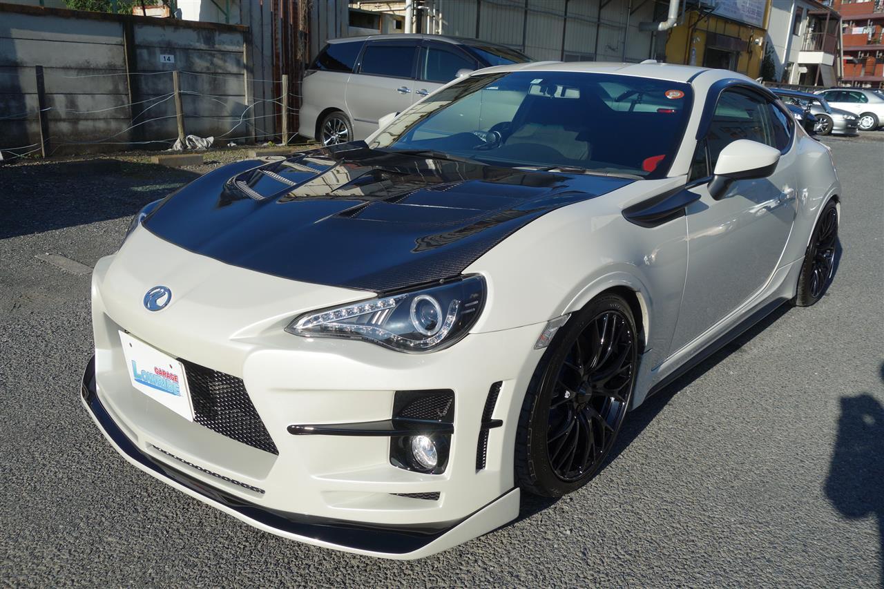 立川市の車の板金塗装修理工場 ガレージローライドのトヨタ 86 クールレーシング名古屋製エアロパーツ塗装・取り付けです。