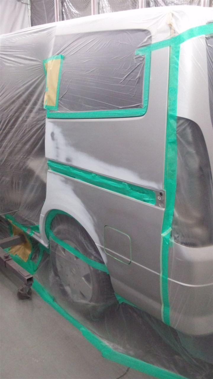 東京都立川市の車の板金塗装修理工場 ガレージローライドの日産 セレナの左側面のキズ へこみ の板金 修理 塗装 です。
