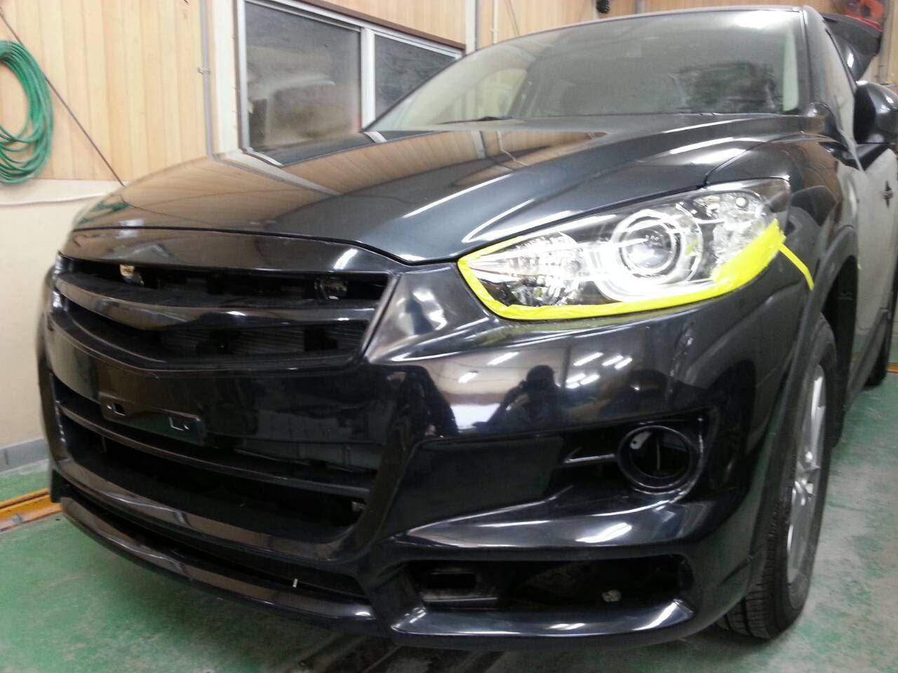 東京都立川市の車の板金塗装修理工場 ガレージローライドのマツダ CX-5のエアロパーツ塗装 取付 です。