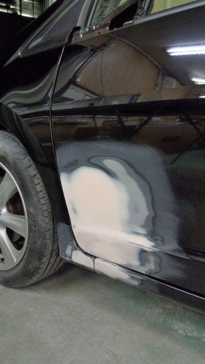 東京都立川市の車の板金塗装修理工場 ガレージローライドのホンダ インサイトの左側面のキズ へこみ の板金 修理 塗装 です。