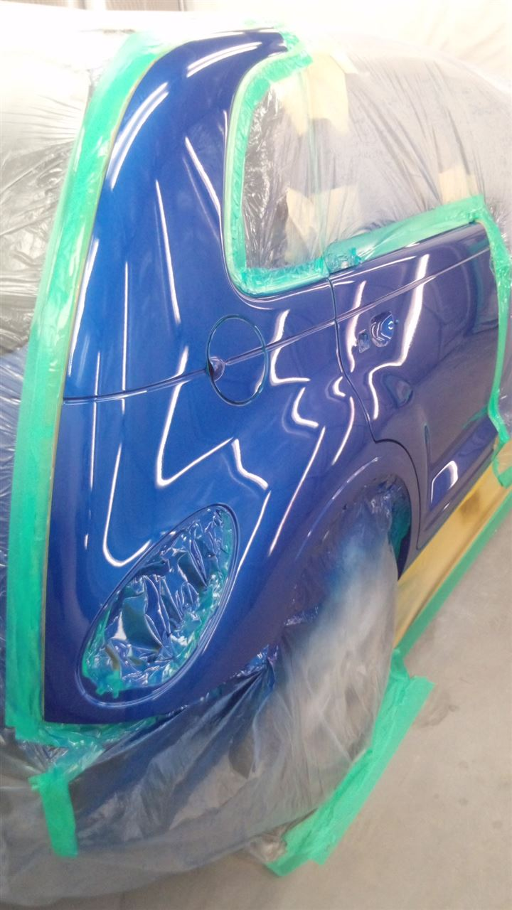 東京都立川市の車の板金塗装修理工場 ガレージローライドのクライスラー PTクルーザーの両側面のキズ へこみ の板金 修理 塗装 です。