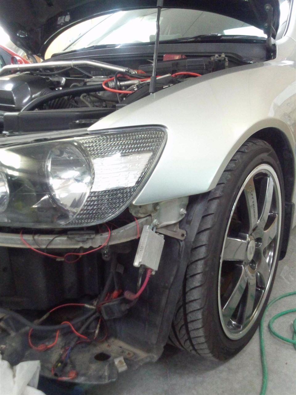 東京都立川市の車の板金塗装修理工場 ガレージローライドのトヨタ アルテッツァのエアロパーツ塗装 取り付け です。