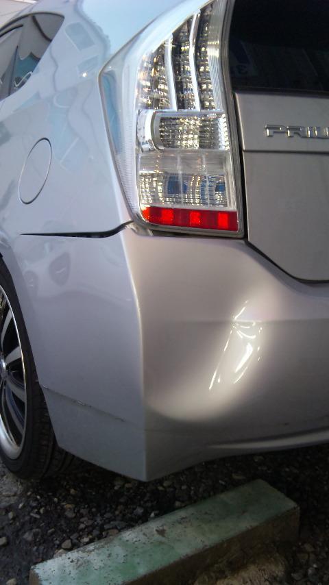 東京都 立川市の車の板金塗装修理工場 ガレージローライドのトヨタ プリウスのインクルージョン製エアロパーツ リヤバンパー 塗装 取付 です。