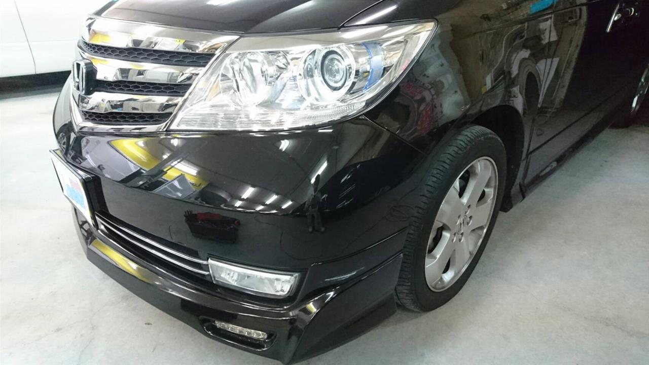 立川市の車の板金塗装修理工場 ガレージローライドのホンダ エリシオンの左フロントフェンダ等のキズ へこみ の板金 修理 塗装 です。