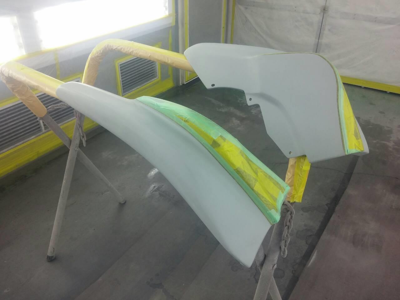 東京都立川市の車の板金塗装修理工場 ガレージローライドのスズキ スイフトのエアロパーツ 塗装 取付 です。