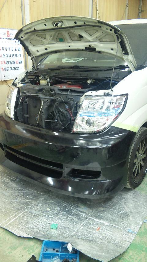 東京都 立川市の板金塗装工場 ガレージローライドの日産エルグランドのフルエアロ エアロパーツ 塗装 取付です。