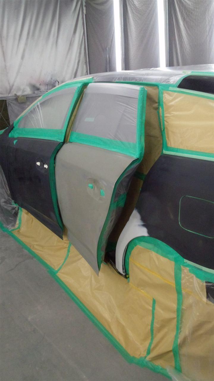 東京都立川市の車の板金塗装修理工場 ガレージローライドのトヨタ アベンシスの左側面のキズ へこみ の板金 修理 塗装 です。